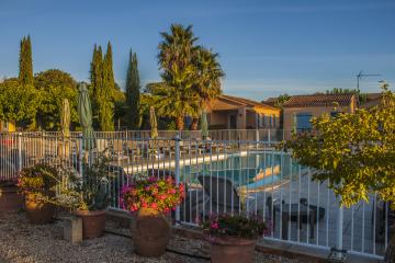 Location vacances COLLIAS (France)