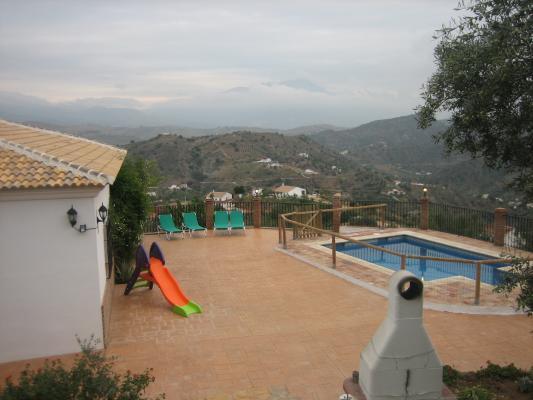Location Gîte Vacances COMARES (1)