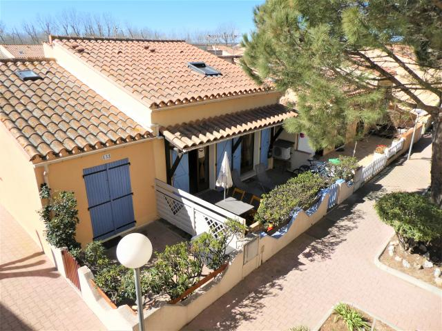 Location Maison Vacances FLEURY (1)