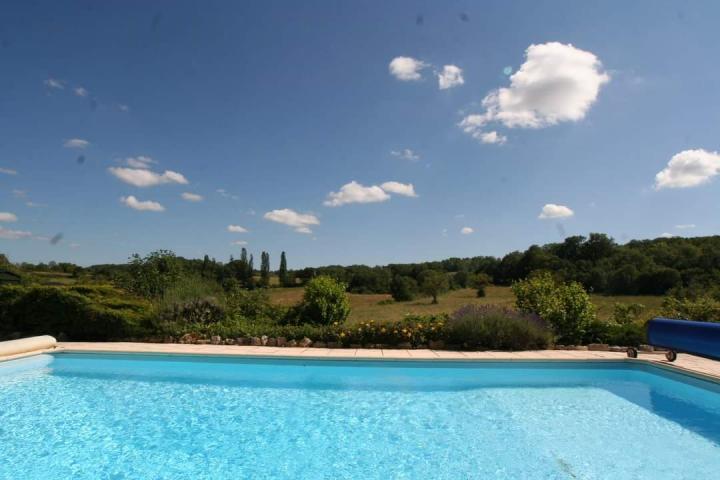 Location Maison Vacances GINOUILLAC (1)