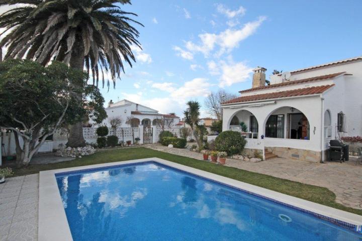 Location vacances ROSES villa 4 personnes