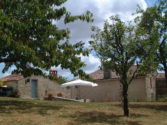 Location Gîte Vacances SAINT MICHEL LE CLOUCQ (1)