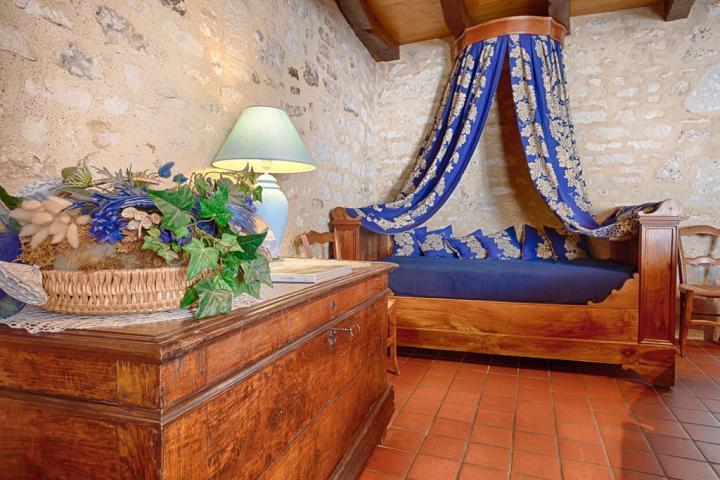 Location Gîte Vacances SAINT MICHEL LE CLOUCQ (4)