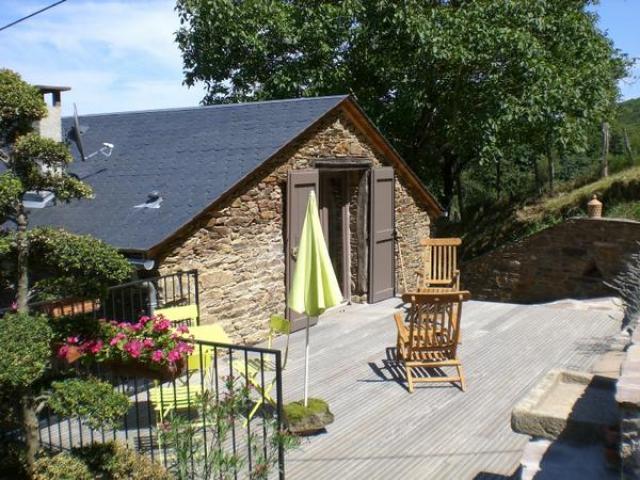 Location Gîte Vacances COUPIAC (1)