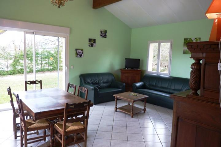 Location Gîte Vacances LOUBRESSAC (2)